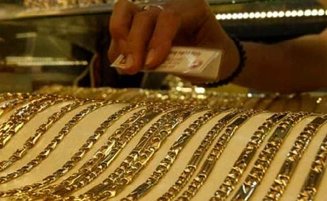 Gold Price Dips